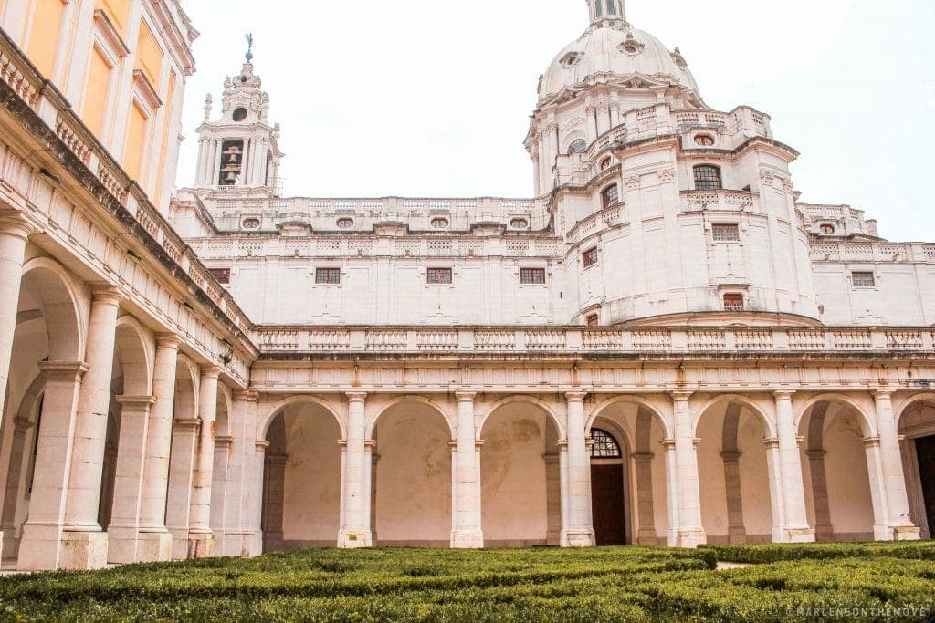 Claustro do Convento e Palácio Nacional de Mafra - Royal Convent and Palace of Mafra cloister