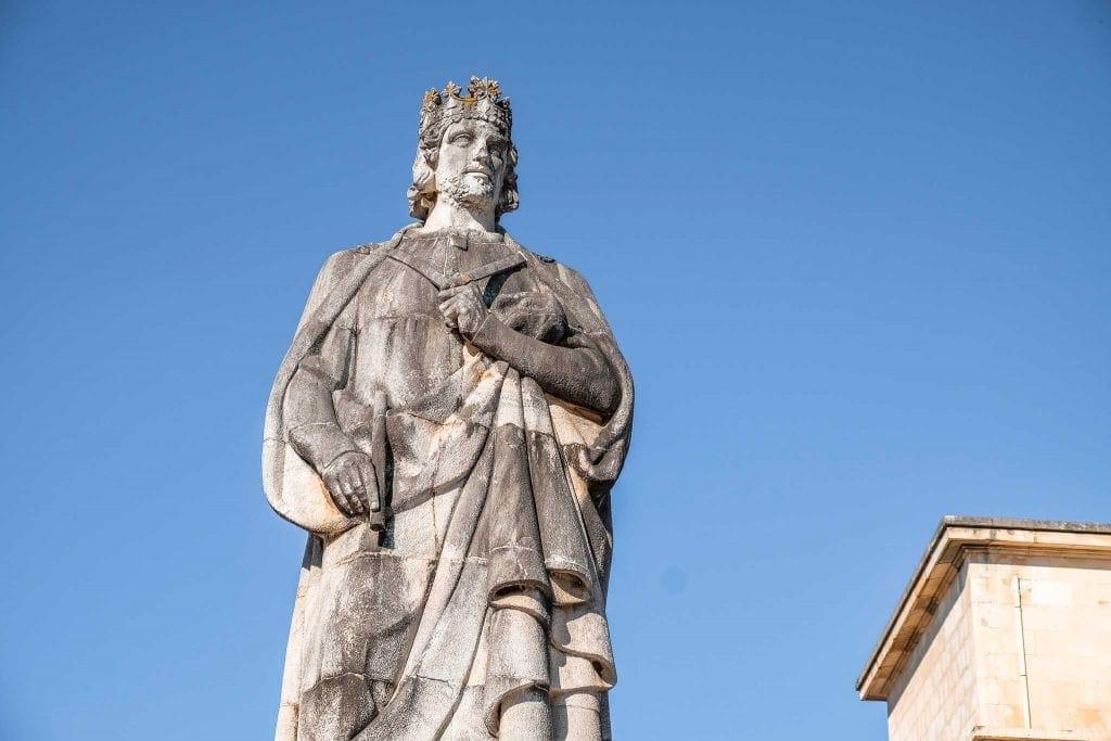 Estátua D. Dinis Statue
