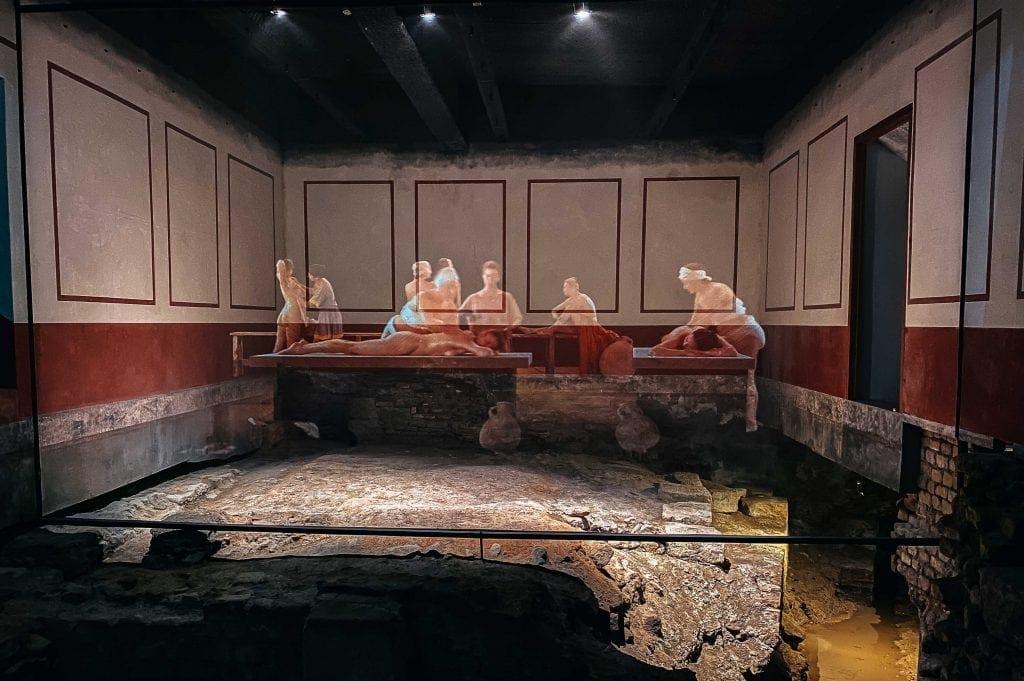 Projeção na zona de sauna nos Banhos Romanos de Bath - Projection in the sauna area in the Roman Baths of Bath