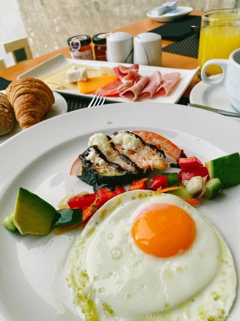 Pequeno-almoço na Estalagem da Ponta do Sol Hotel breakfast