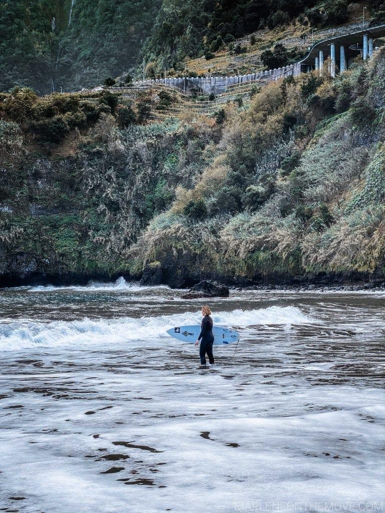 Surfista no Seixal Madeira