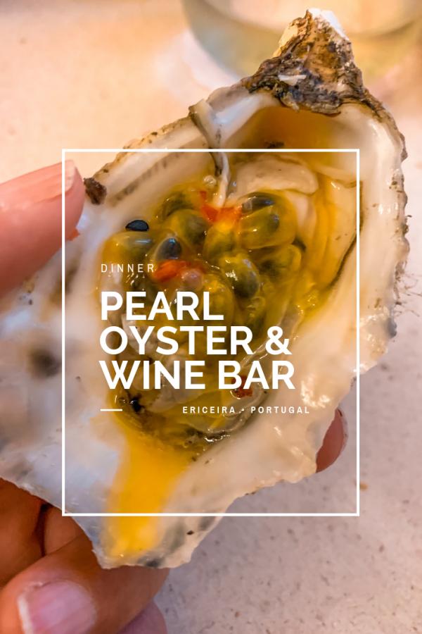 É a novidade na cena gastronómica da Ericeira, em Portugal. No Pearl Oyster & Wine Bar sente-se as viagens nas paredes, no mobiliário e nos pratos que chegam à mesa.